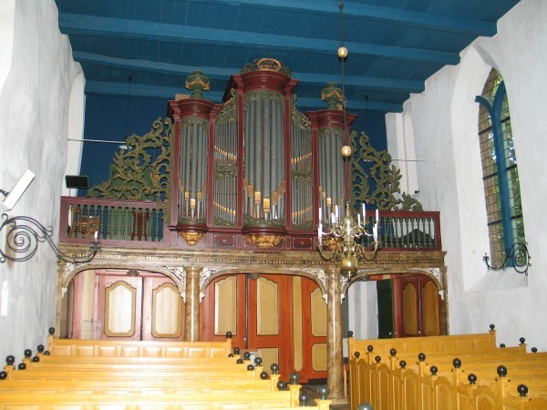 Middelbert int richting orgel
